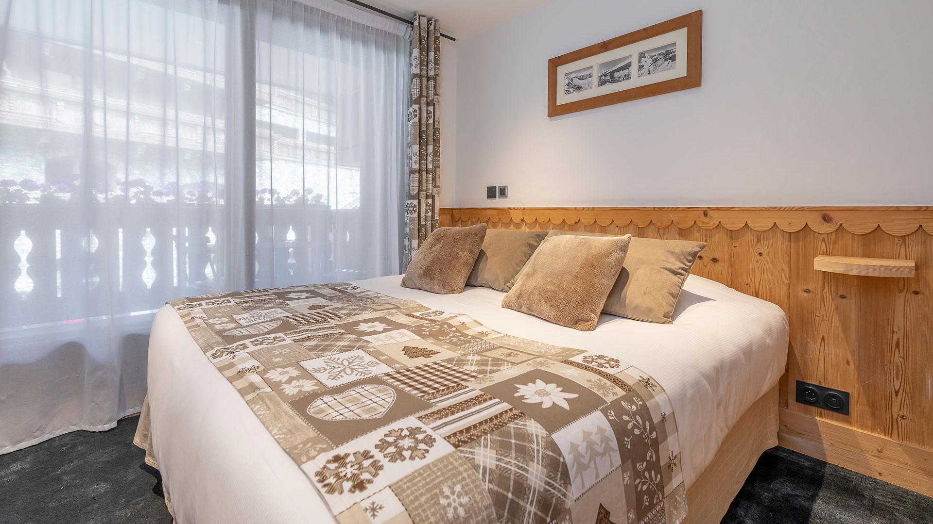 grand lit confortable hôtel Savoie