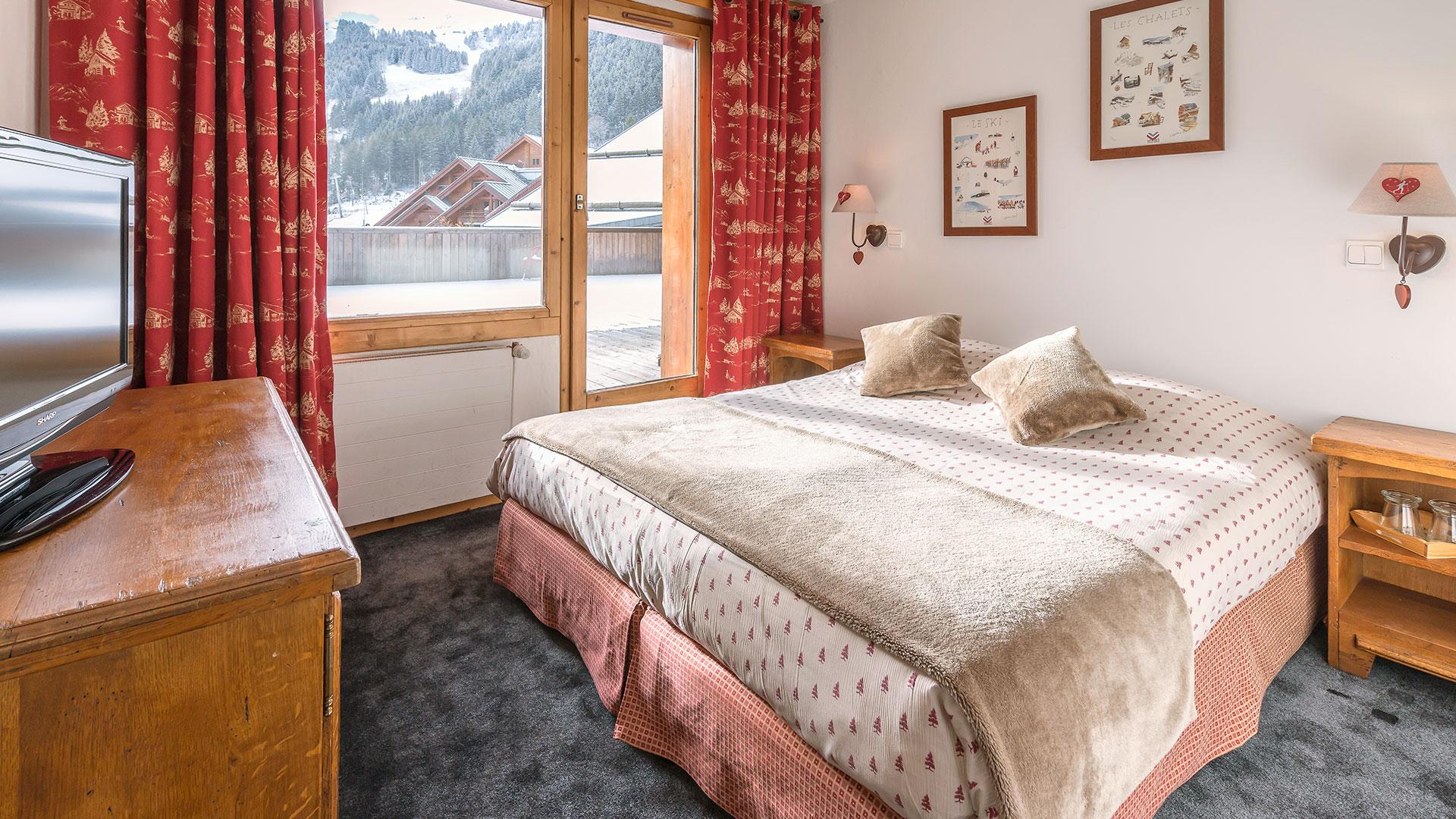 Chambre avec vue sur la montagne week end ski alpes
