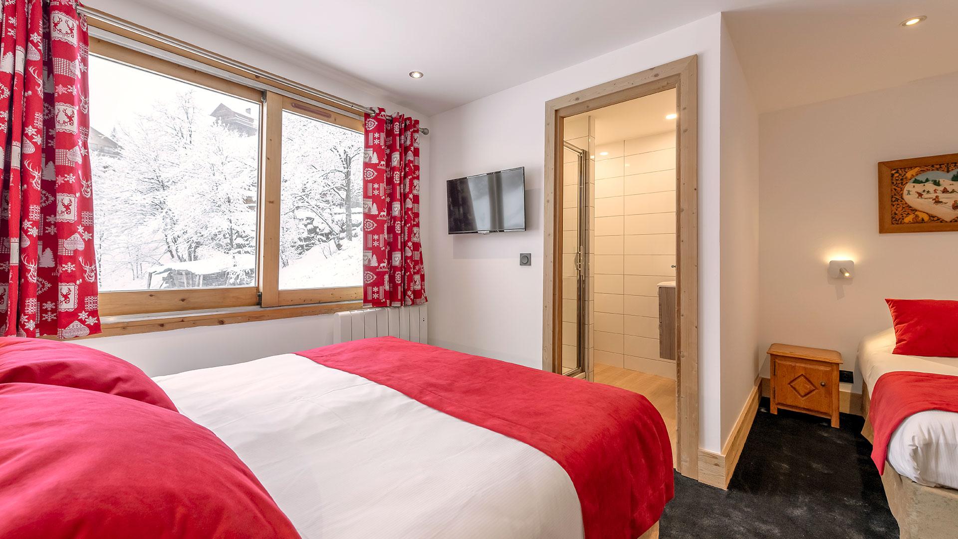 Chambre triple hôtel de charme alpes