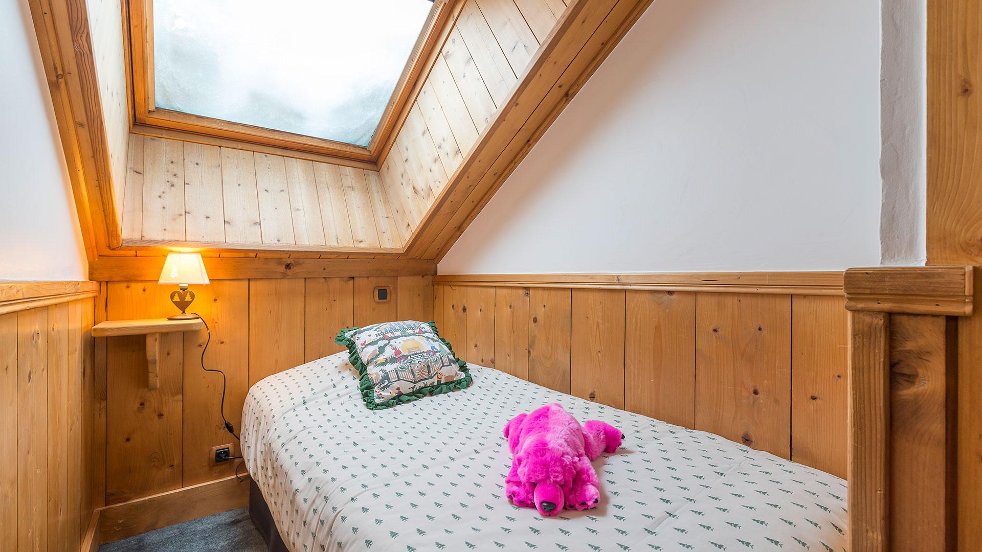 Lit simple chalet hôtel Savoie