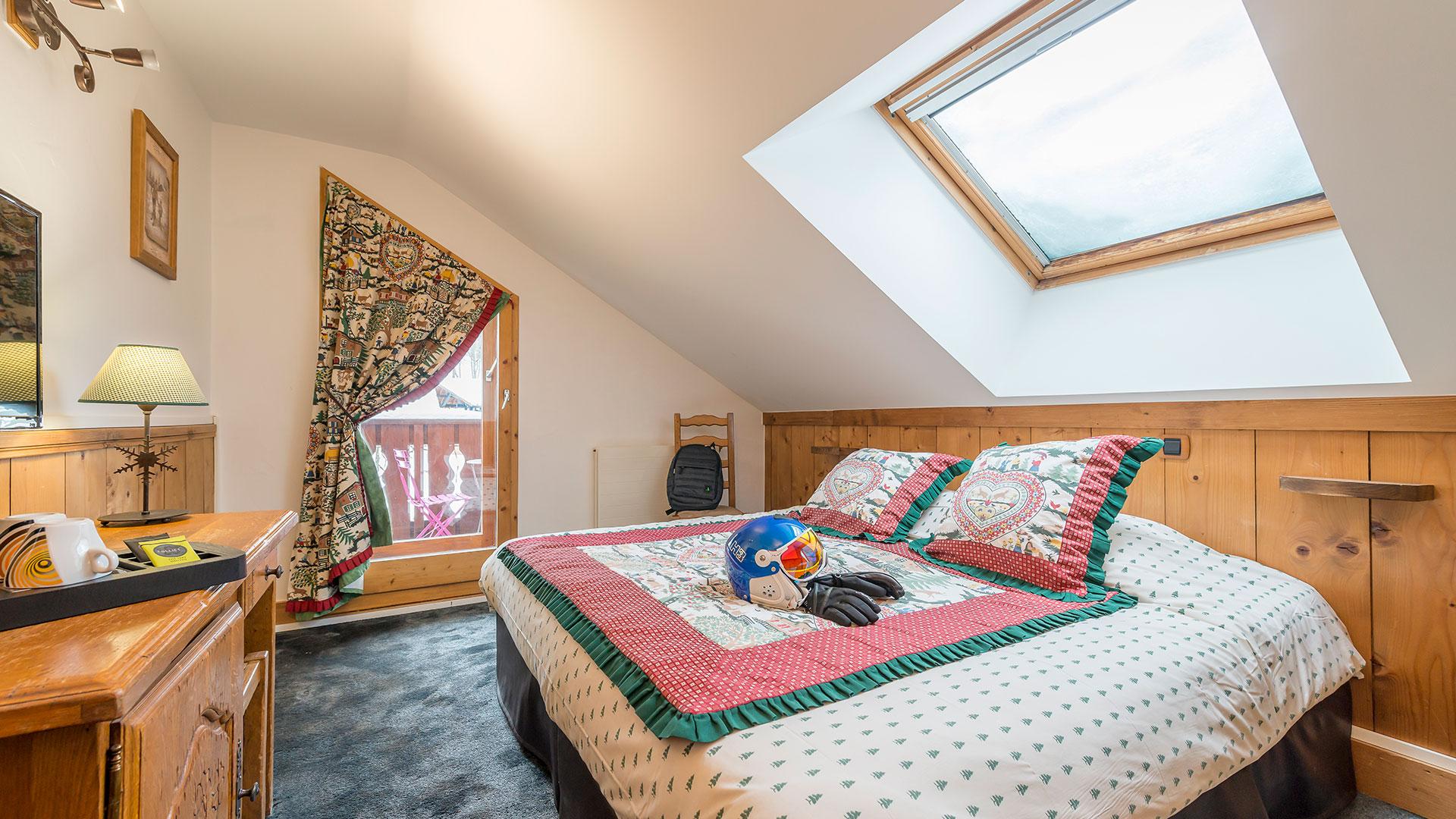 Chambre avec grand lit boutique hôtel Savoie