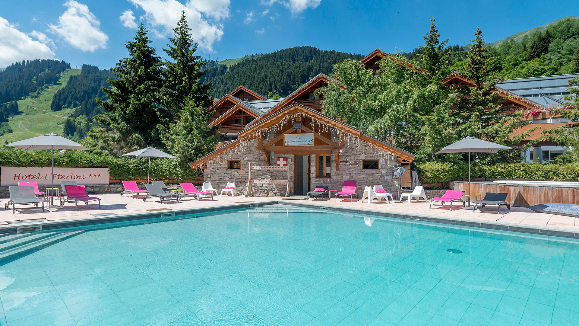 Large piscine weekend ski Savoie