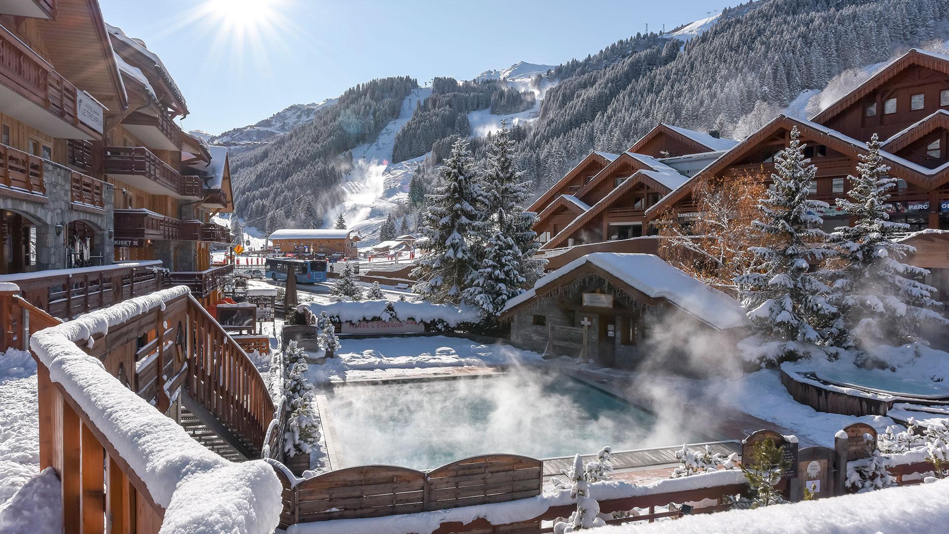 paysage de chalets enneigés séjour ski Méribel