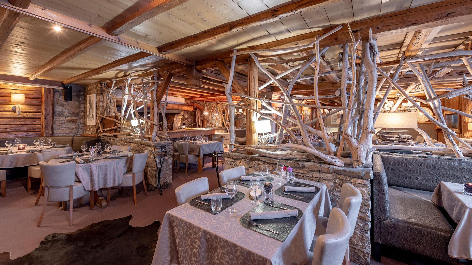Restaurant décoration en bois en Savoie