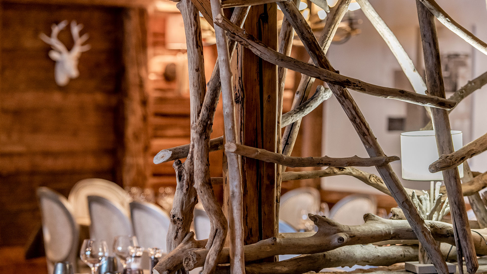 Décoration en bois hôtel restaurant alpes
