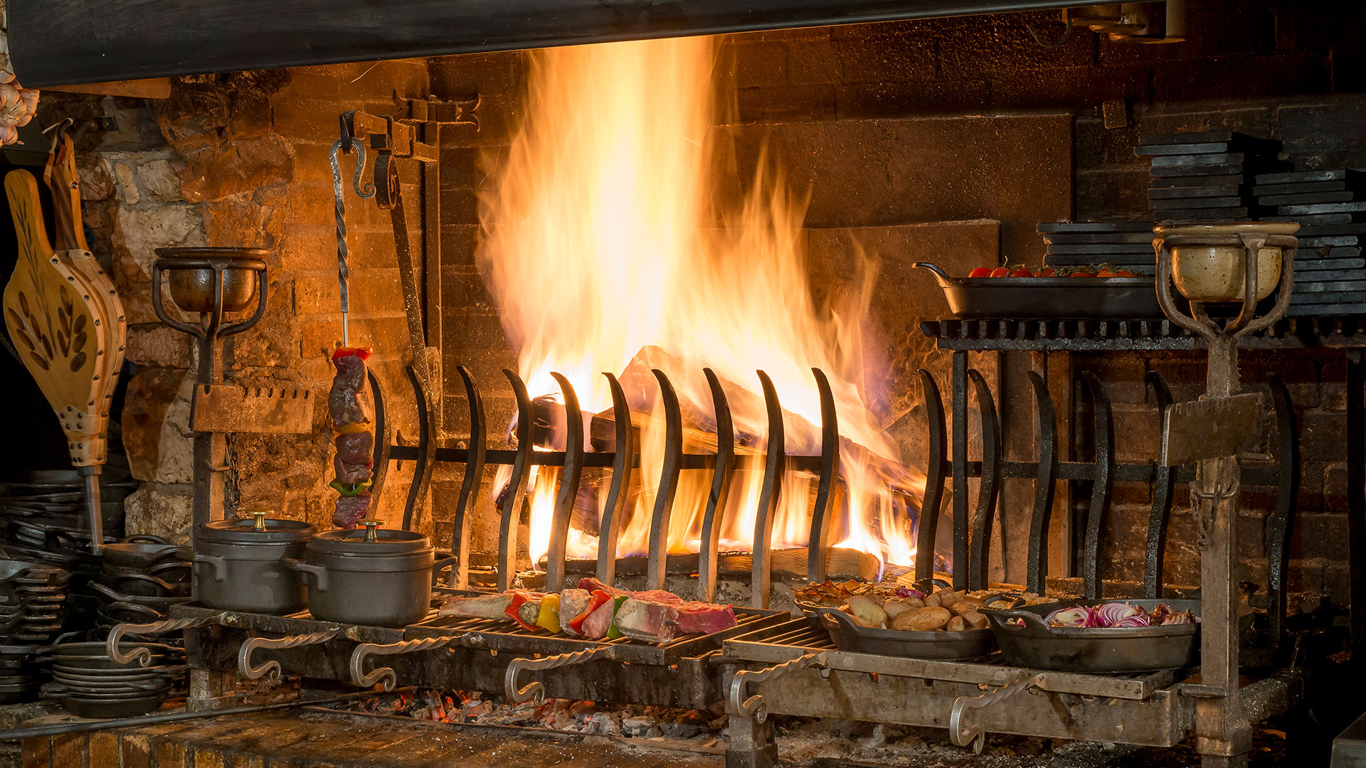 Grillade dans la cheminée hôtel restaurant Savoie